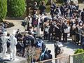 薬師池付近、「新コロ」禍の卒業式(町田市)-1-20.03
