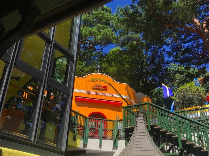 三鷹の森ジブリ美術館のカフェ麦わらぼうし
