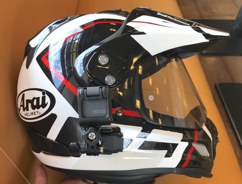 GoPro HERO5 Sessionとヘルメット