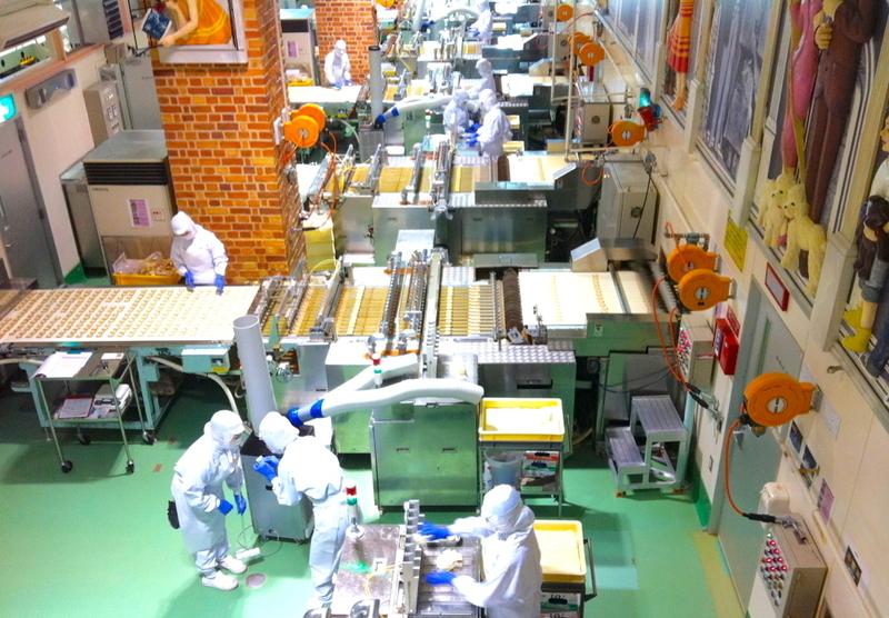 白い恋人パークの工場見学風景