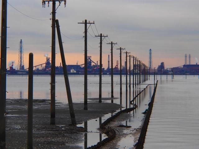 江川海岸の海中電柱の夕景