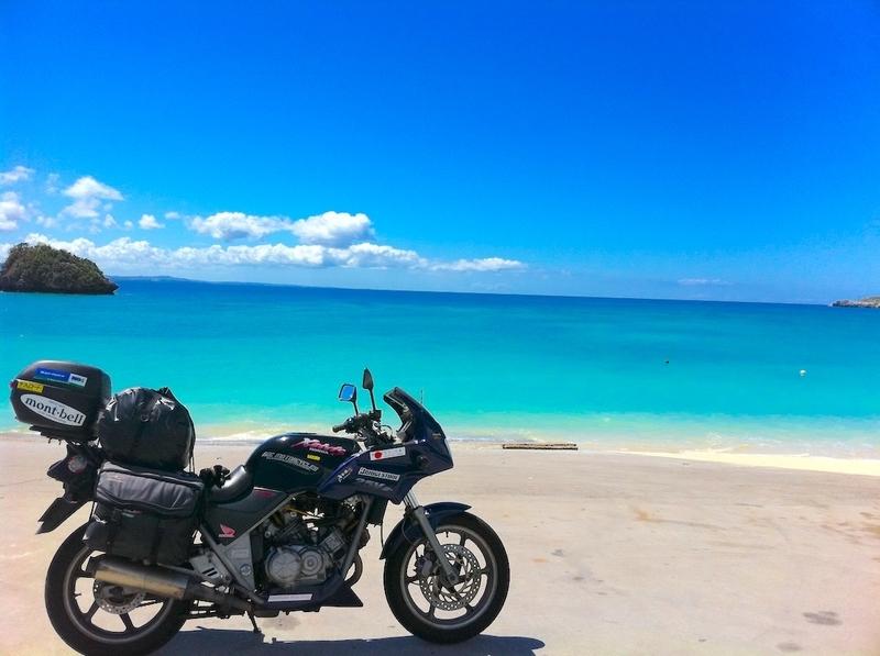 日本一周:沖縄の名護の海とバイク
