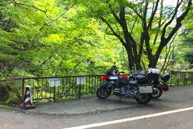 日原鍾乳洞のバイク置き場