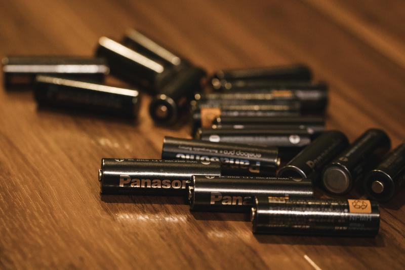 乾電池タイプのモバイルバッテリーは時代遅れ