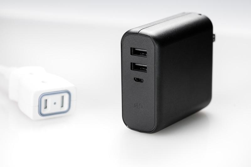 2ポートのUSBポートを持つモバイルバッテリー