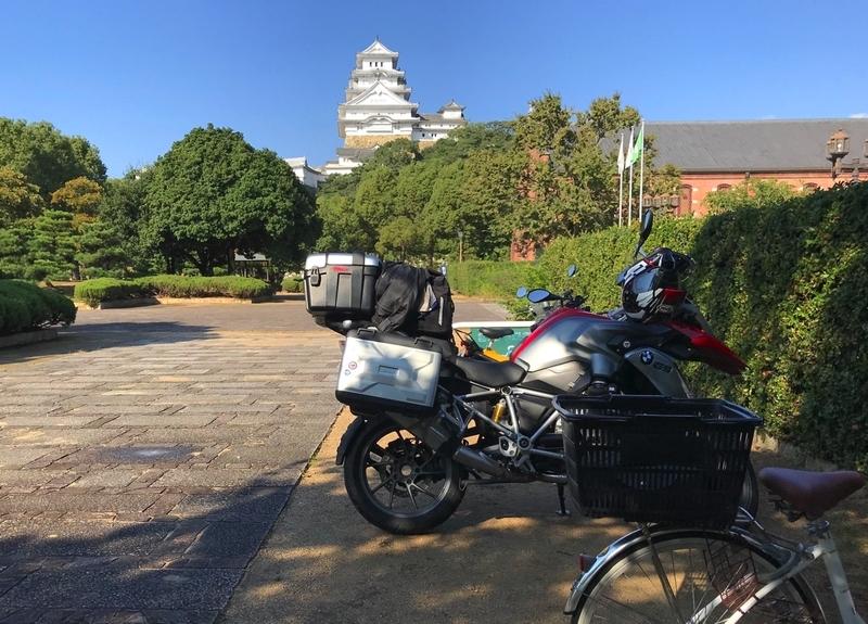 姫路市立美術館南「自転車・単車置き場」