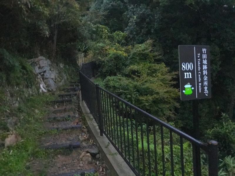 天空の城 竹田城への駅裏登山道の道の様子