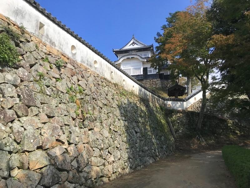 備中松山城の石垣の道