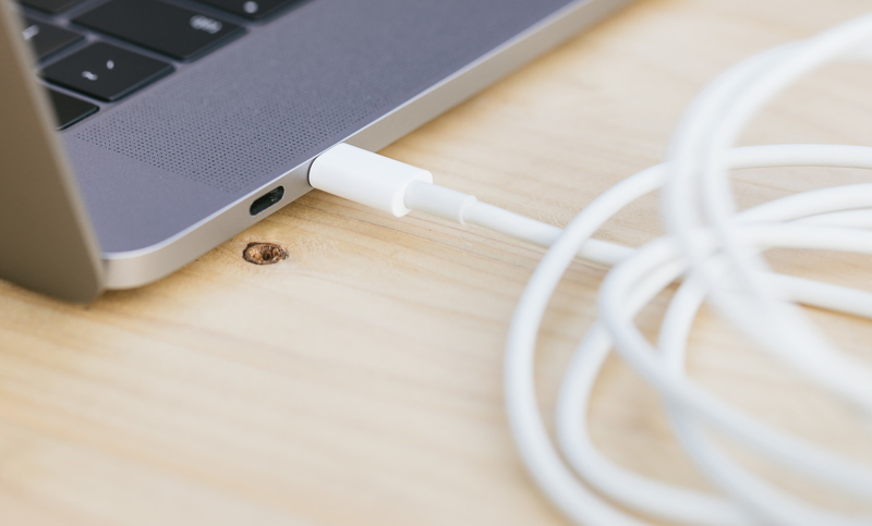MacBookProのUSBタイプCケーブル