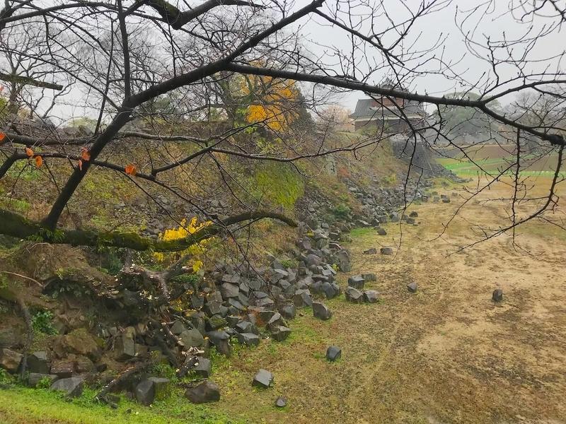 熊本地震で崩れてしまった熊本城の石垣