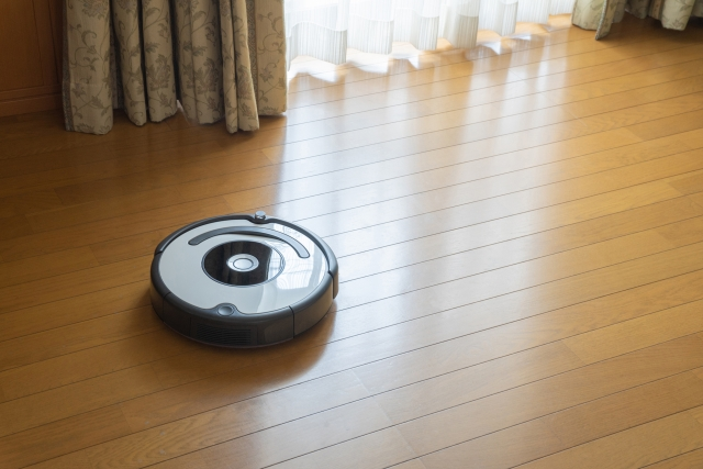 ロボット掃除機をリビングで使っているイメージ画像