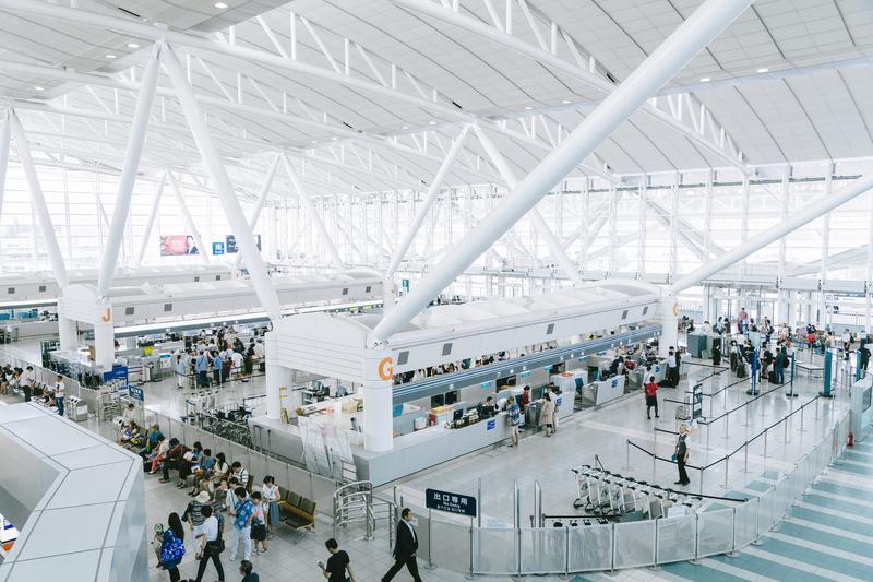 外国人観光客が増えているイメージ画像(福岡空港)