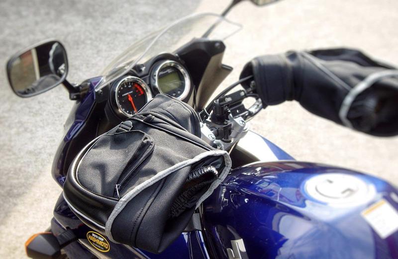 バイク用ハンドルカバーの装着例