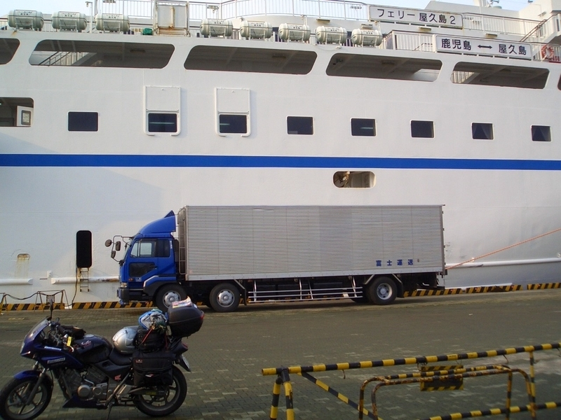 フェリー屋久島2にバイクと一緒に乗船
