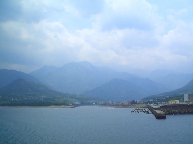 屋久島全体を海から見た風景