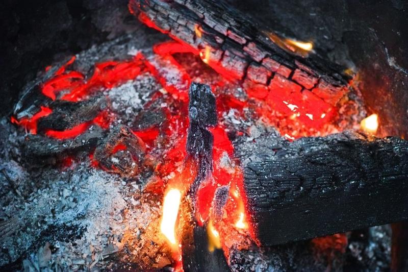 バーベキューコンロ・グリルの熱源「炭」