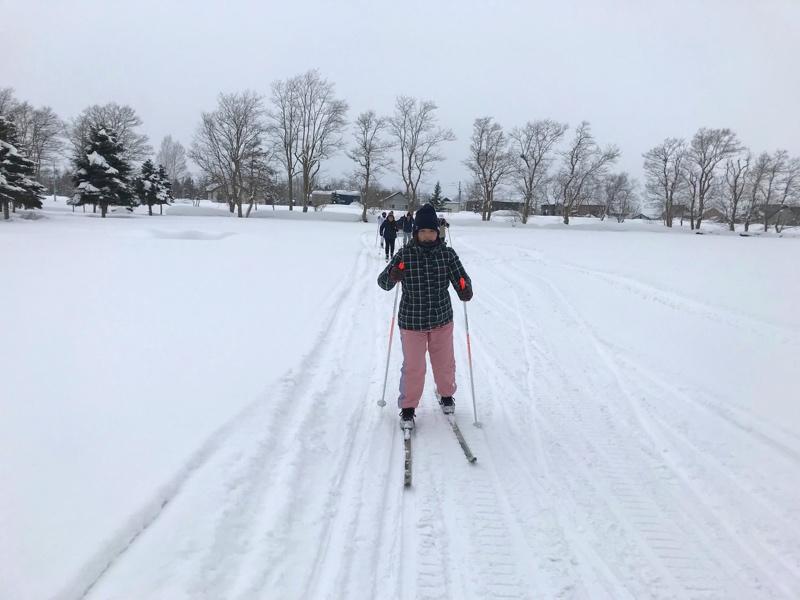 スキーは歩きでも楽しめる「歩くスキー」