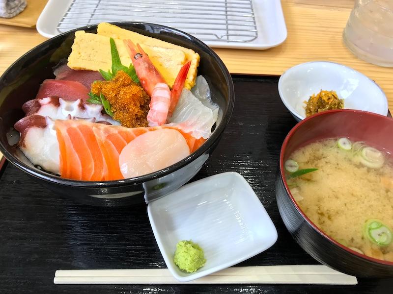 北海道砂川市のカネイ池内商店の海鮮丼