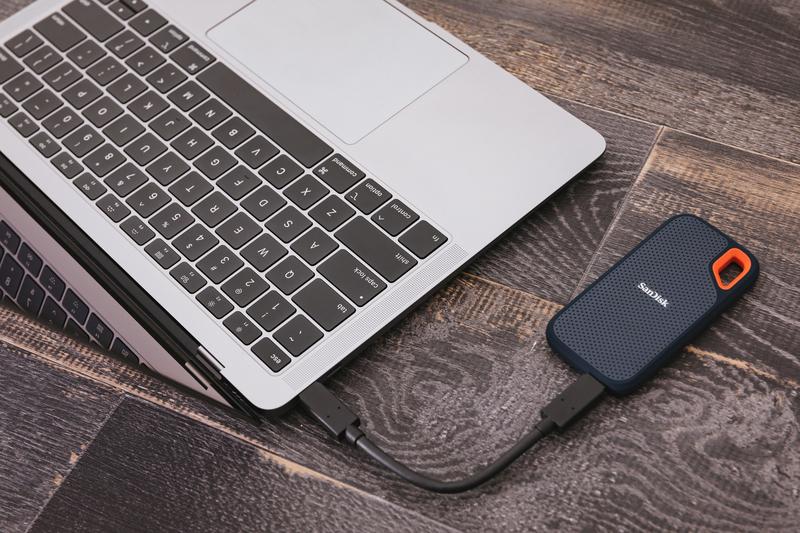 MacBookとポータブルSSD