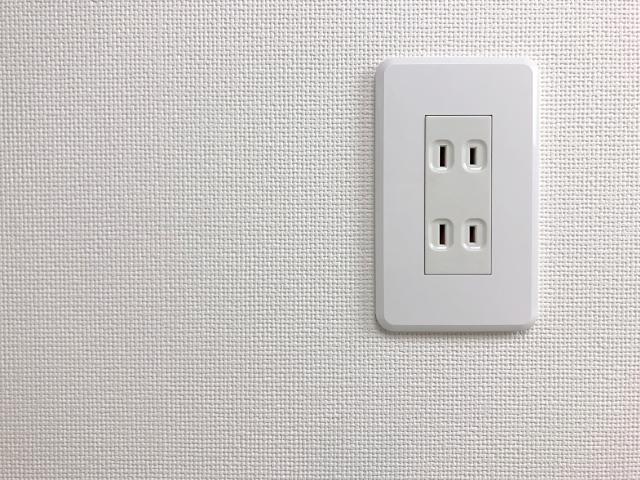 ポータブル電源の基本の充電方法(家庭用コンセント)