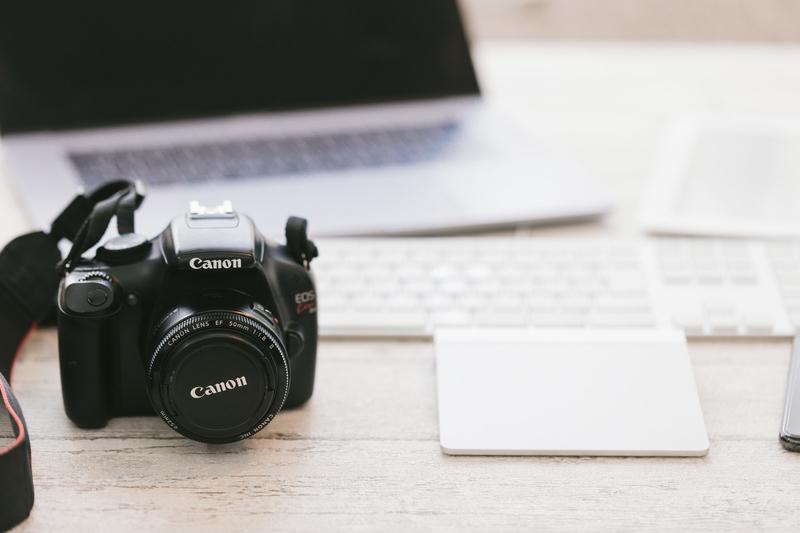 動画を撮影するビデオカメラの例