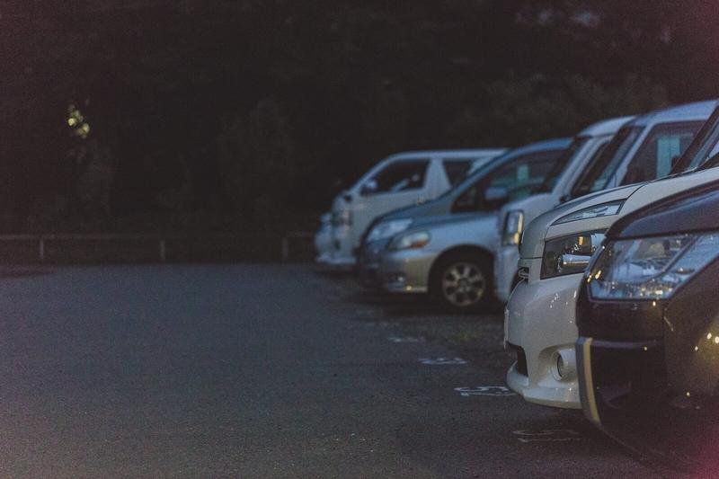 当て逃げ事故が起こりそうな駐車場