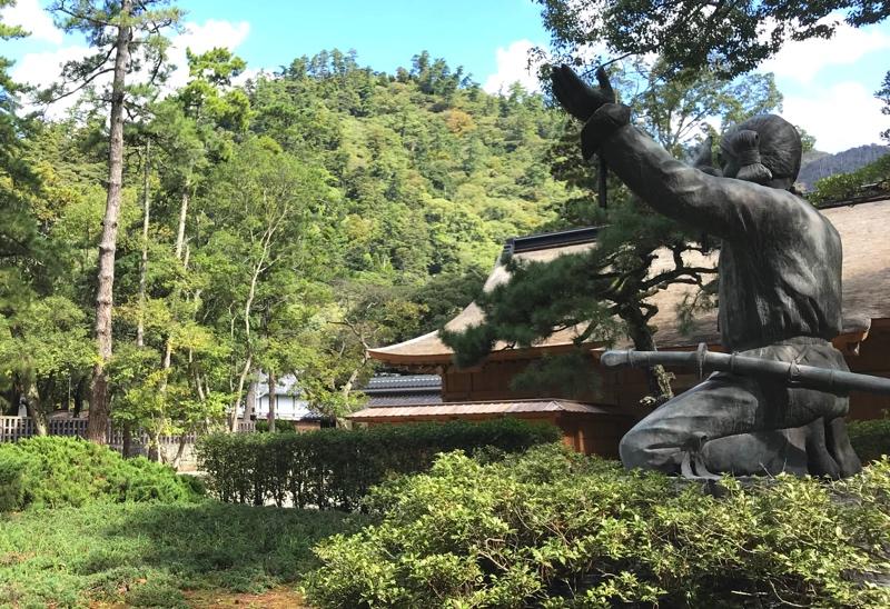 「大国主大神」の若かりし頃の銅像