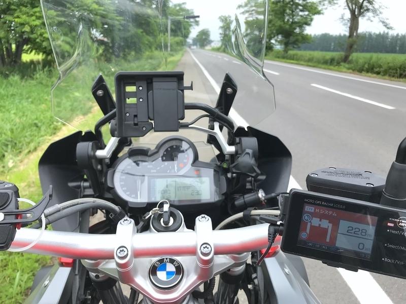 バイク用レーダー探知機(MOTO GPS RADAR LCD 3.0)を装着