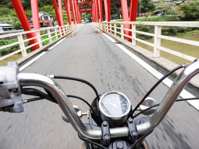 マニュアルミッション付きの125ccバイク
