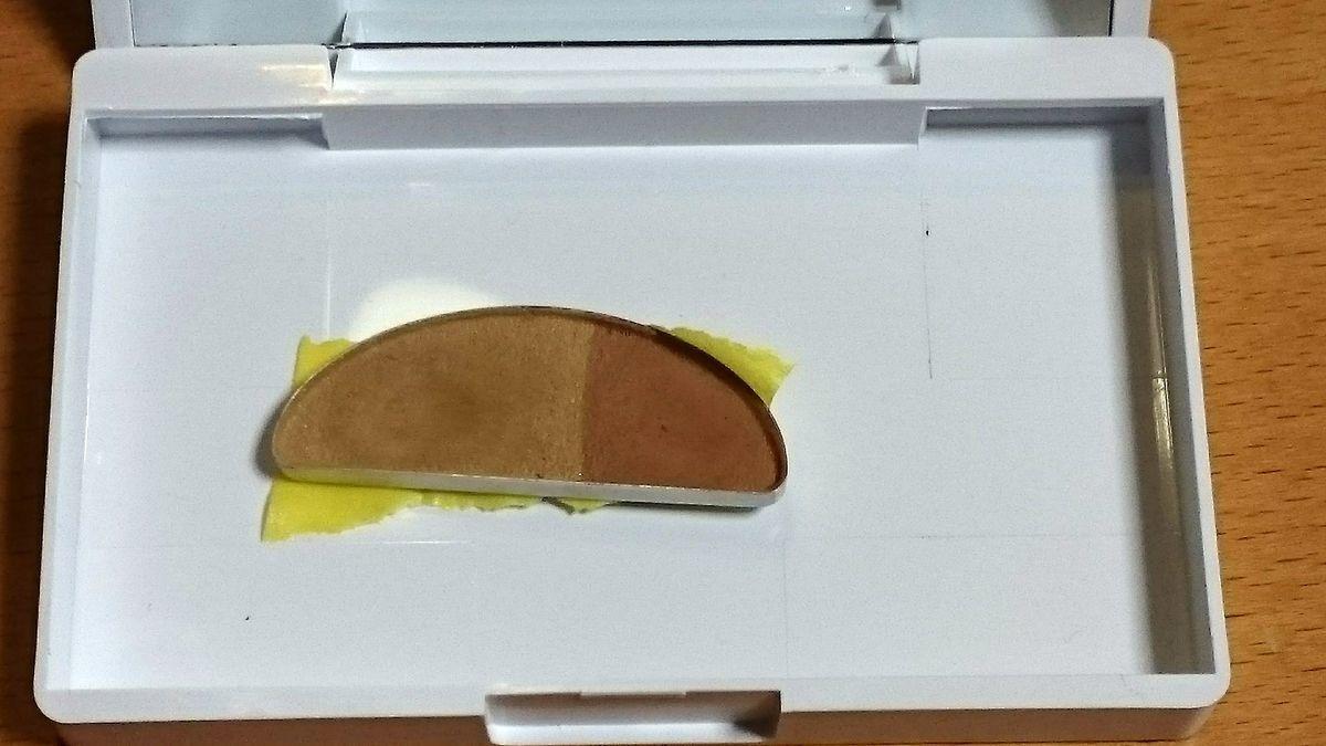 コスメの底にマスキングテープを貼った写真