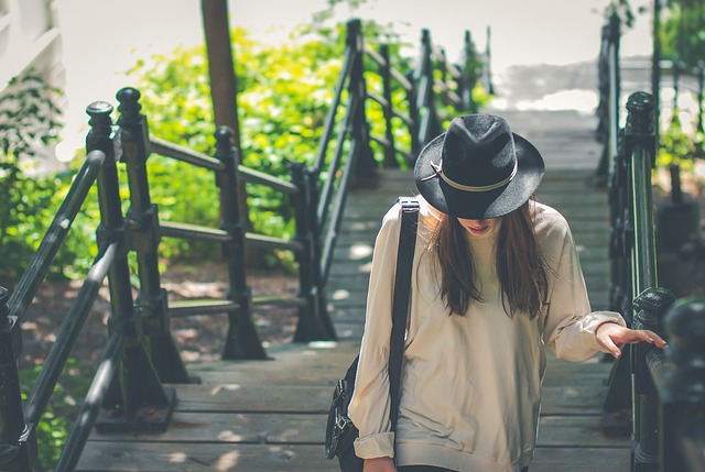 「社員旅行 女一人」の画像検索結果