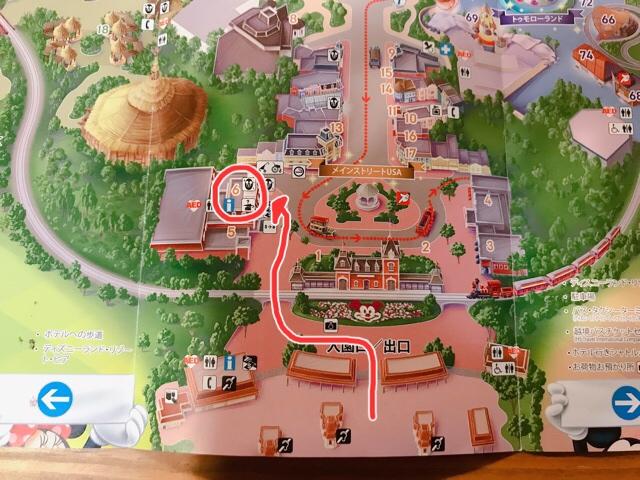 香港ディズニーランドのシティ・ホールへの道順を示した地図