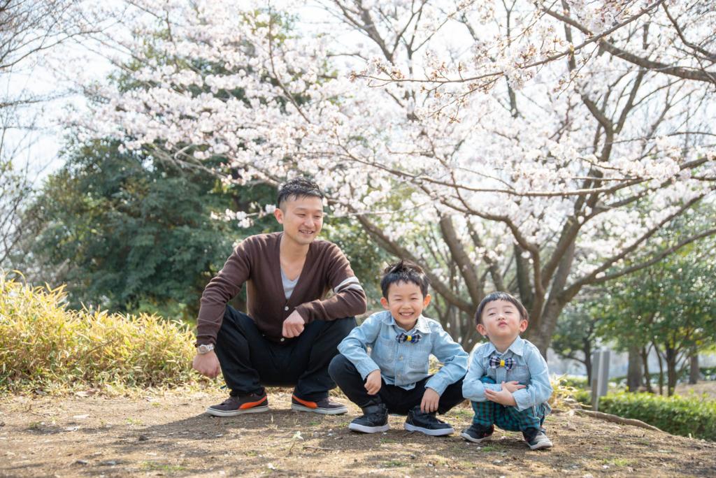 男3人の家族写真