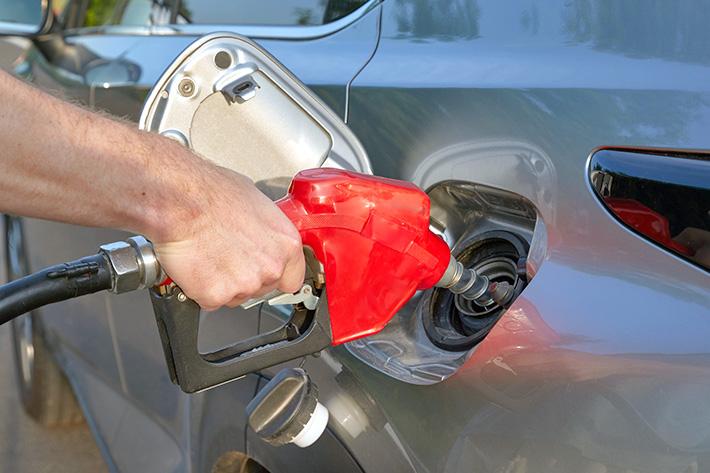 ガソリン:一生で給油にかかる金額 約2,939,500万円分