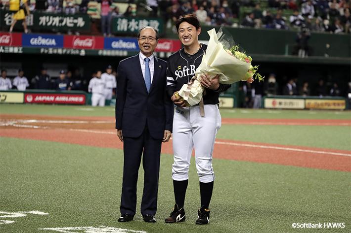 内川聖一選手と王会長