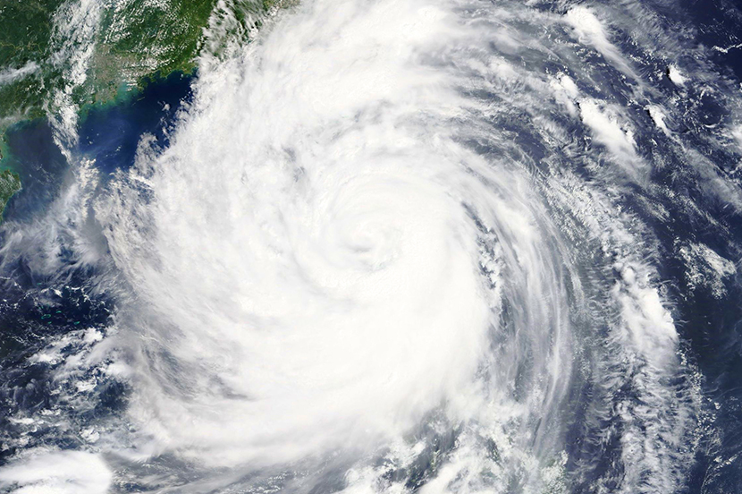台風が来るぞ!! 事前にやっておきたいスマホの台風対策