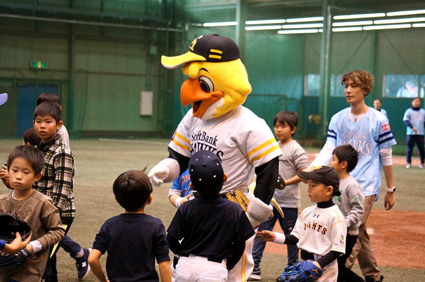 ホークス現役選手が教える小学生向け野球教室を開催