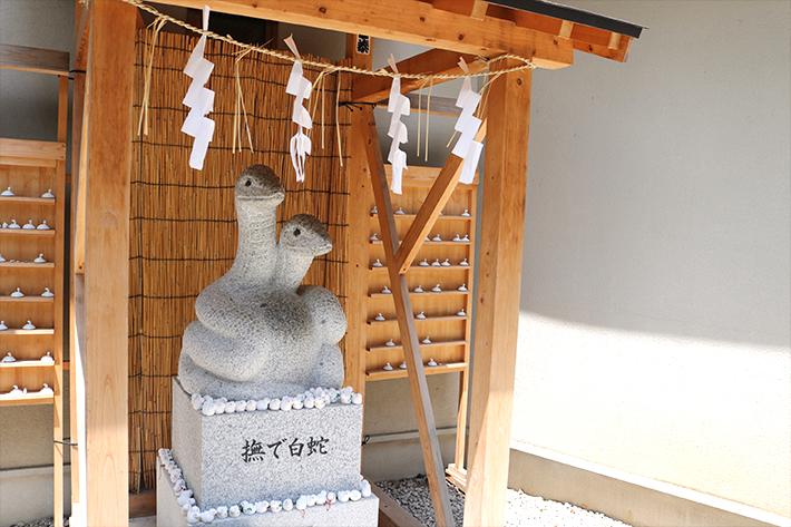 上神明天祖神社 撫で白蛇の像