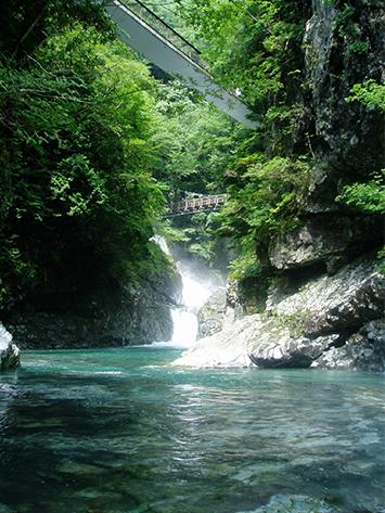 ひんやり美しい「みたらい渓谷」