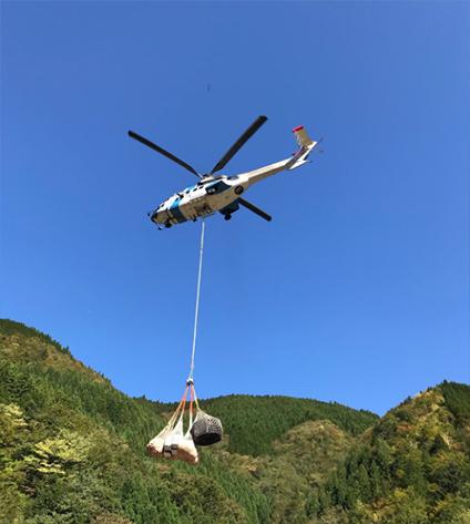 ヘリコプターを使っての作業