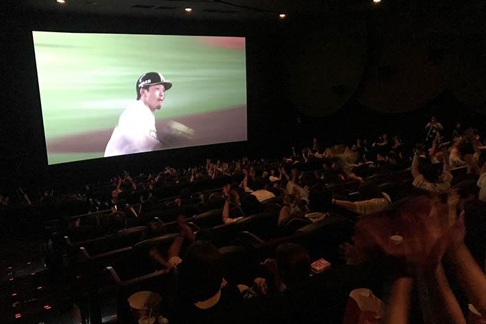 >映画館が一体感で包まれる! 「鷹の祭典2018全国ライブ・ビューイング」に潜入!