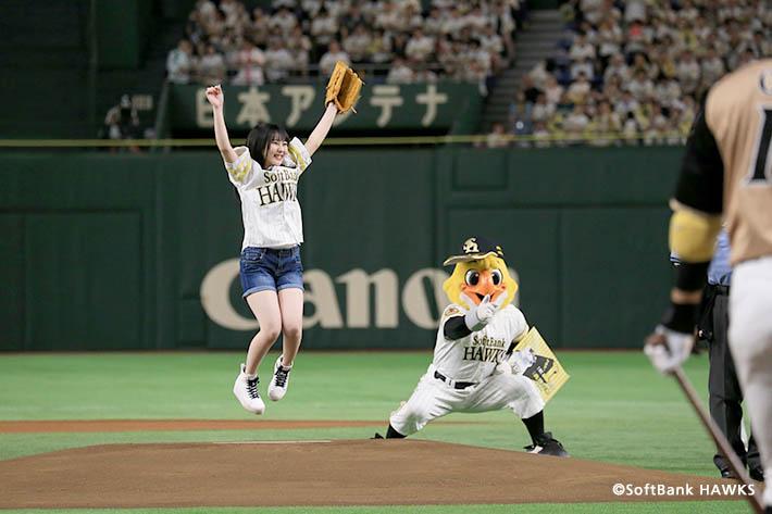 鷹の祭典2018 in 東京ドームの始球式にHKT48田中美久さんが登場! 初開催の全国ライブ・ビューイングにも潜入してきました!