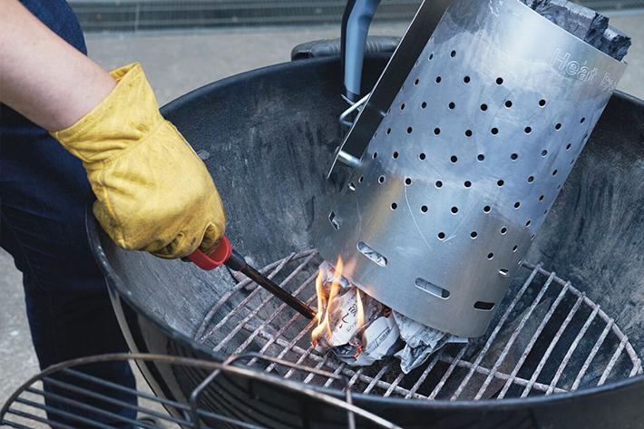 うちわで火をおこすなんて時代遅れ! 炭おこしはラピッドチムニースターターで使えばスピーディー!