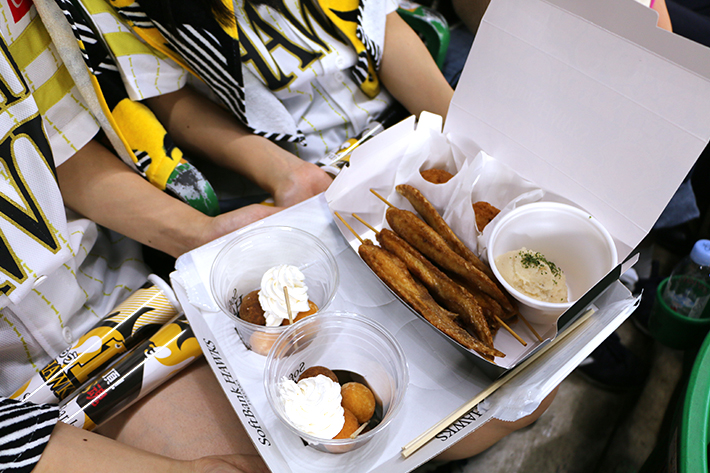 「とめ手羽BOX」は試合を見ながら食べるのに最適