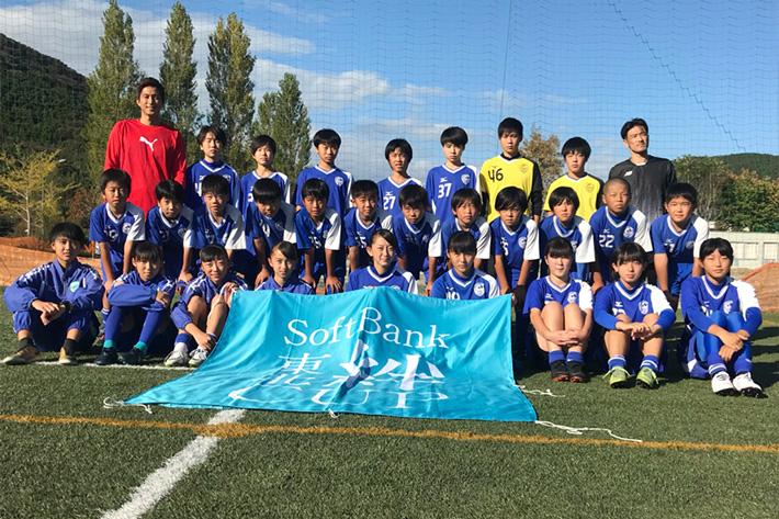 女子サッカー優勝チームへも訪問!