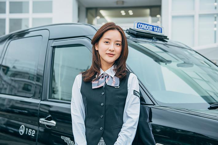 今話題の美人すぎるタクシードライバー生田佳那さんに、今どきのタクシー事情を聞いてみた