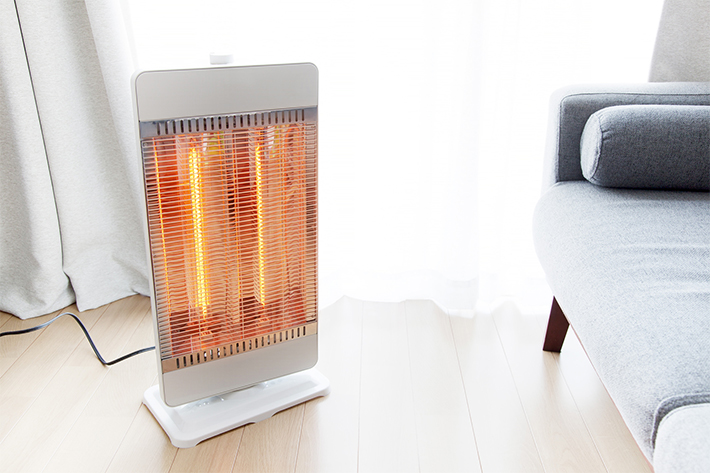 ストーブなどの暖房器具のそば