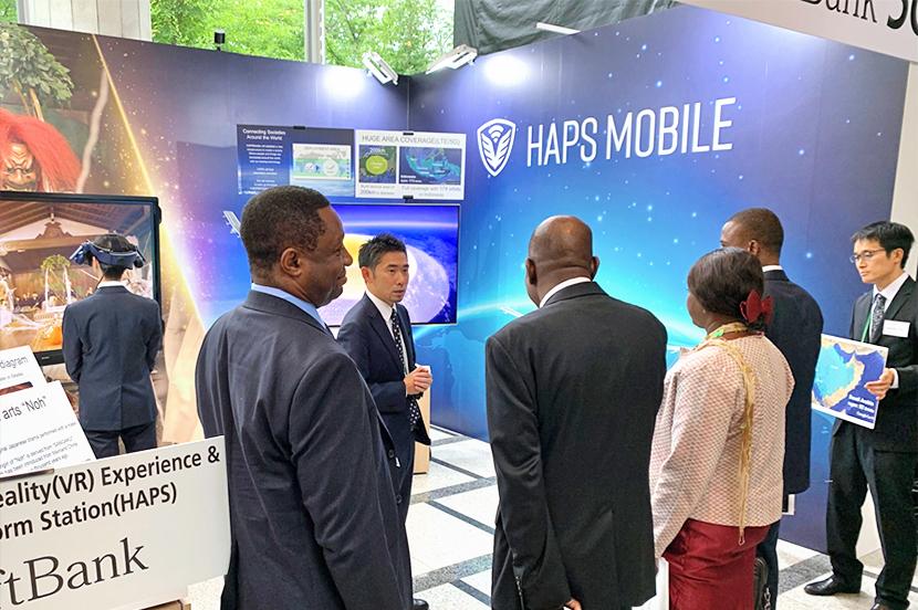 G20貿易・デジタル経済大臣会合で、ソフトバンクが5G(ファイブジー)ブースを出展。各国の要人が視察に訪れました