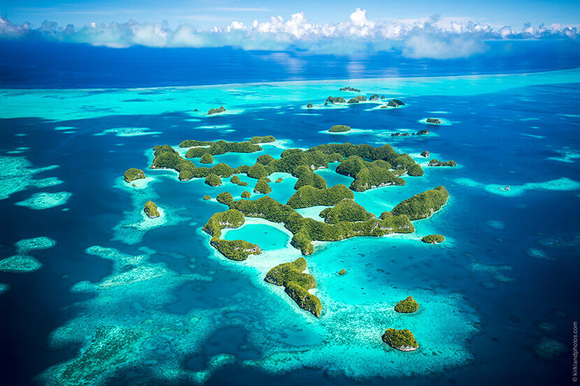 一生に一度は行ってみたい!美しすぎるエメラルドグリーンの海と大自然の楽園「パラオ」