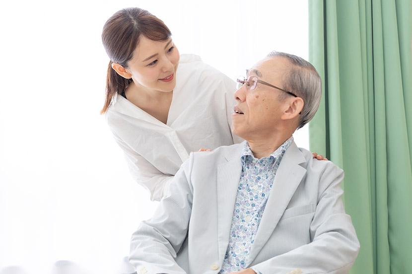 超高齢社会、離れて暮らす両親をスマホで簡単に見守れる「みまもりサービス」